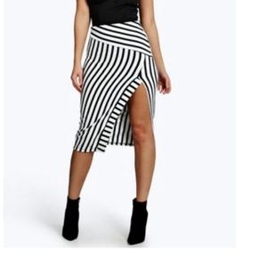 3/$30 Black and white split hem skirt